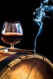 Arom av kubanska cigarrer och konjak royaltyfri fotografi