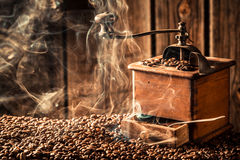 Arom av nya kaffebönor arkivbild
