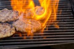 Arom för grillade kött/griskötthamburgare, galler-, rök- och ljus- kock fotografering för bildbyråer