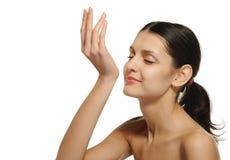 arom som tycker om den nätt kvinnan för doft royaltyfria foton