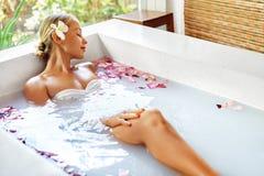 Aroma Bali, Frauen-Körperpflege Blumen-Bad Schönheit skincare Lizenzfreie Stockbilder