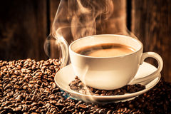 Aroma coffee cup with roasted grains Royalty Free Stock Photos