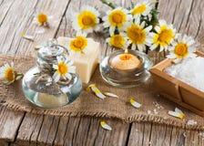Aroma spa με τα chamomile λουλούδια Στοκ Φωτογραφίες