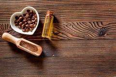 Aroma spa σύνολο Coffee spa άλας, πετρέλαιο στην ξύλινη τοπ άποψη επιτραπέζιου υποβάθρου copyspace Στοκ εικόνα με δικαίωμα ελεύθερης χρήσης