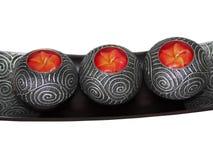 Aromaflorakerze in hölzernem mit silbernem Kerzenständer Stockbild