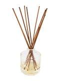 Aromastokken in een geïsoleerde glasfles Royalty-vrije Stock Foto's