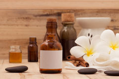 Aromaterapia natural dos termas e tema natural dos termas no backgro de madeira Imagem de Stock