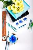 Aromathérapie réglée avec la bougie et l'encens de fleur Photo stock