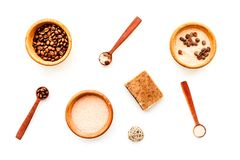 Aromatheraphy στη SPA Chocolate-brown spa άλας και σαπούνι στην άσπρη τοπ άποψη υποβάθρου Στοκ εικόνες με δικαίωμα ελεύθερης χρήσης