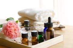 Aromatherapieöle für Schönheitsbehandlung lizenzfreies stockfoto