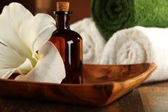Aromatherapie-und Massage-Schmieröl Lizenzfreies Stockfoto