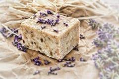 aromatherapy淡紫色自然肥皂 图库摄影