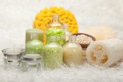 Aromatherapy - éponge de sel et de massage de bain Photographie stock libre de droits