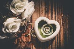 Aromatherapy świeczka dla zdroju z róża kwiatem Zdjęcia Stock