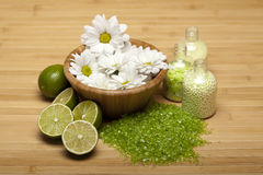 aromatherapy άλας λουλουδιών λο&ups Στοκ φωτογραφία με δικαίωμα ελεύθερης χρήσης