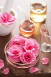 Aromatherapy και αλχημεία με τα ρόδινα λουλούδια Στοκ Φωτογραφία