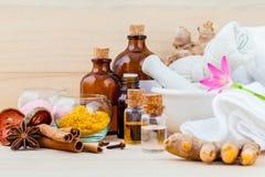 Aromatherapy και φυσικό θέμα SPA Natural spa συστατικών στο wo Στοκ Εικόνες