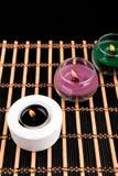 Aromatherapy κεριά SPA σε ένα μαύρο υπόβαθρο Στοκ Εικόνες