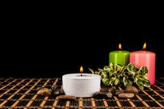 Aromatherapy κεριά SPA σε ένα μαύρο υπόβαθρο Στοκ εικόνα με δικαίωμα ελεύθερης χρήσης