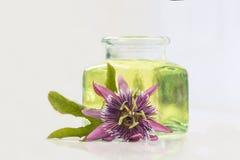 Aromatherapy ουσιαστικό πετρέλαιο λουλουδιών πάθους Στοκ φωτογραφία με δικαίωμα ελεύθερης χρήσης