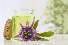 Aromatherapy ουσιαστικό πετρέλαιο λουλουδιών πάθους Στοκ Εικόνα