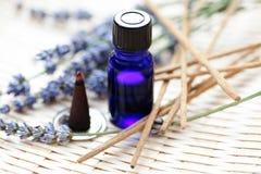 aromatherapy πετρέλαιο θυμιάματος & Στοκ Φωτογραφία