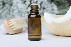 aromatherapy πετρέλαιο λουλουδ&io Στοκ φωτογραφίες με δικαίωμα ελεύθερης χρήσης
