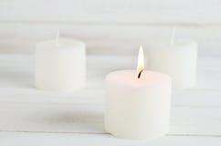 Aromatherapy προϊόντα SPA - άσπρα κεριά Στοκ Εικόνες
