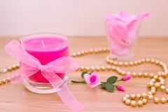aromatherapy ροζ πετάλων κεριών Στοκ Εικόνες
