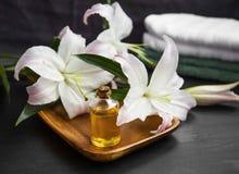 Aromatherapy ρύθμιση SPA, πετρέλαιο λουτρών Στοκ Φωτογραφία