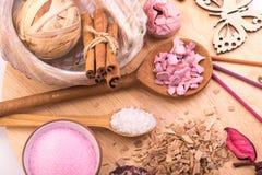 Aromatherapy, medyczna kosmetologia, zdrój opieka, sól dla skąpania Zdjęcia Stock
