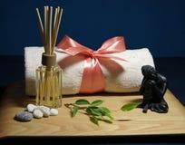Aromatherapy met handdoek en Boedha Stock Afbeelding