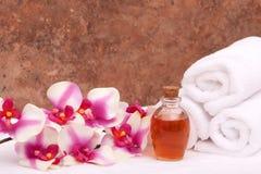 aromatherapy orchid πετρελαίων πετσέτες Στοκ Φωτογραφίες