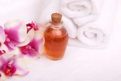 aromatherapy orchid πετρελαίων πετσέτες Στοκ φωτογραφίες με δικαίωμα ελεύθερης χρήσης