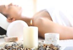 Aromatherapy, relajación en la clínica de la salud fotos de archivo