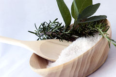 Aromatherapy - sal de baño, sabio y romero Imagenes de archivo