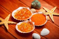 Aromatherapy - sal de baño y shell Imágenes de archivo libres de regalías