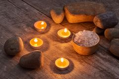 Aromatherapy SPA καθορισμένη SPA που θέτει πέρα από το ξύλινο υπόβαθρο Στοκ Εικόνες