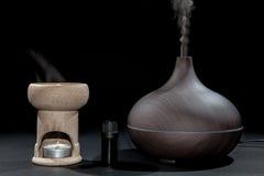 Aromatherapy Traditionele en moderne oliebrander en aromadiffus stock fotografie