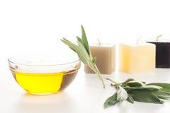 Aromatherapyolja och stearinljus Arkivbild