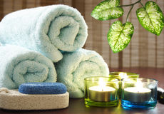 Aromatic candles,towel and leaf Royalty Free Stock Photography