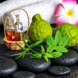 Aromatisch concept bergamotvruchten, verse munt, rozemarijn, candl Royalty-vrije Stock Afbeelding