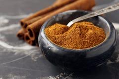 Aromatisch kaneelkruid stock foto