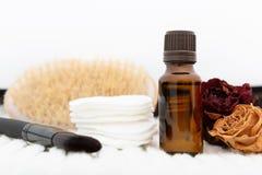 Aromatische botanische schoonheidsmiddelen Het droge mengsel van kruidenbloemen, lichaamsboender, oliën Holistic kruiden de schoo stock foto's