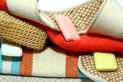 Aromatische Flüssigkeit-Reinigungsgele und weiße Tücher Stockfoto