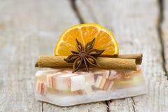 Aromatische Glyzerinseife, -orange und -gewürze stockfotos