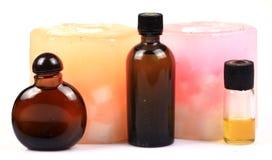 Aromatische kaarsen en parfumflessen Royalty-vrije Stock Afbeelding