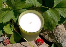 Aromatische Kerze in einem Kerzenständer Stockbilder