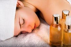 Aromatische Schmieröl-Massage stockbild