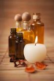 Aromatische Schmieröle und Kerze Lizenzfreie Stockbilder